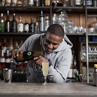 Meet @haniasfdaai, bartender of Noah Rotterdam. He made his favorite cocktail with Hooghoudt, see the recipe in our story.  #hooghoudt #genever #bartender #cocktails #noahrotterdam
