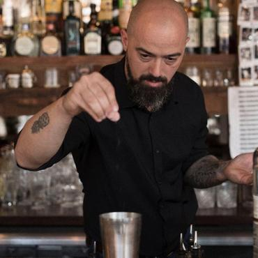 Meet Salvo @makemammaproud, bartender of George Cocktailbar. He made his favorite cocktail with Hooghoudt. See the recipe in our story.  #hooghoudt #genever #bartender #cocktails #georgecocktailbar #new #style