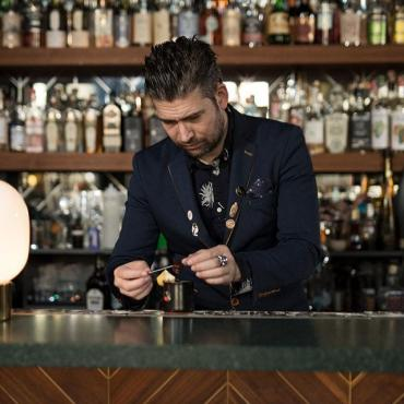 Meet @timo.janse, bartender and owner of The Flying Dutchmen. He made his favorite cocktail with Hooghoudt, see the recipe in our story.  #hooghoudt #genever #bartender #cocktails #korenwijn #flyingdutchmen #amsterdam